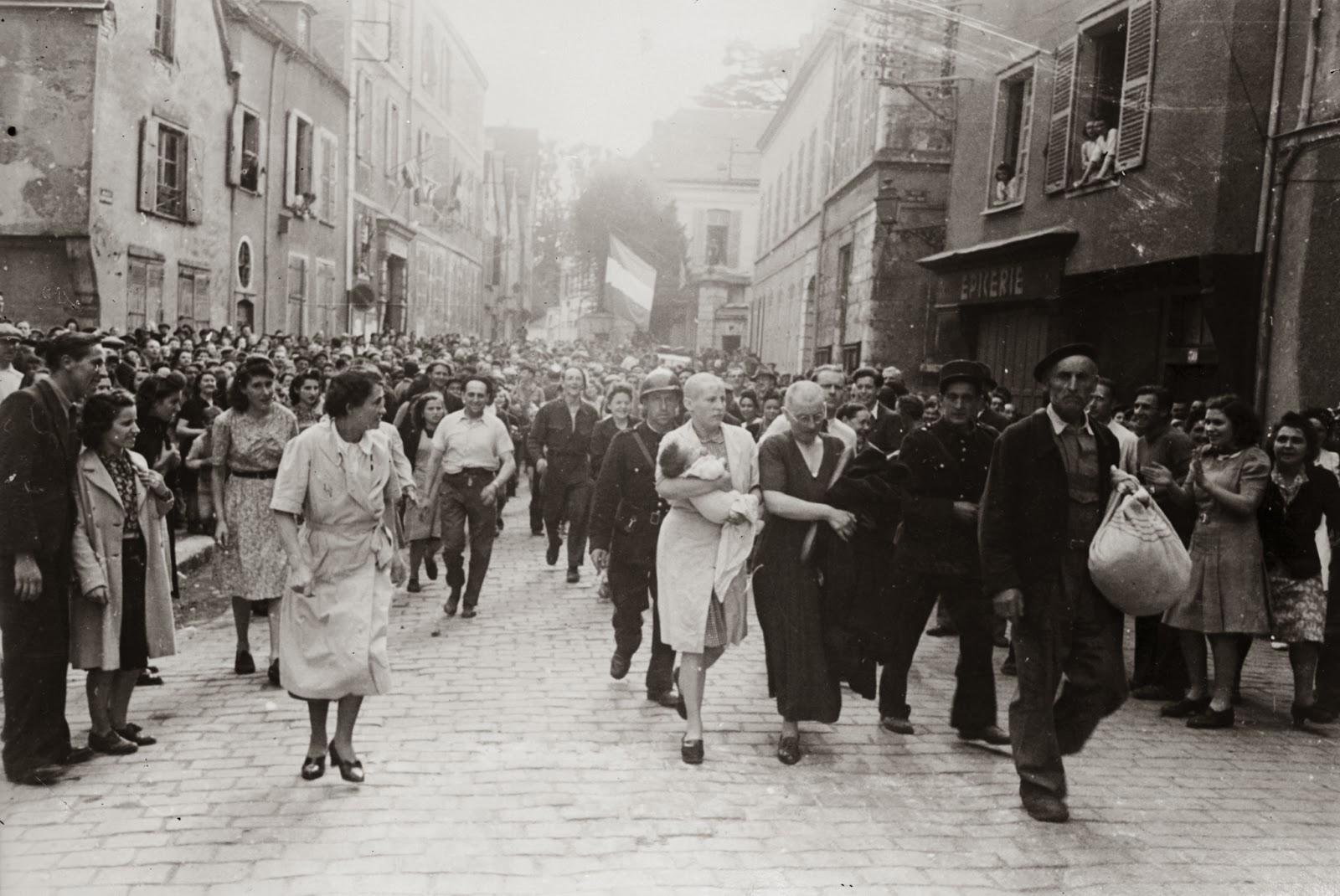 Donne rasate a zero per punizione - 1944