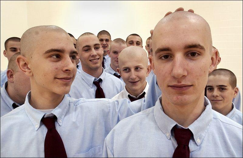 ragazzi testa rasata