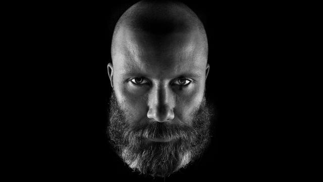 calvo con barba