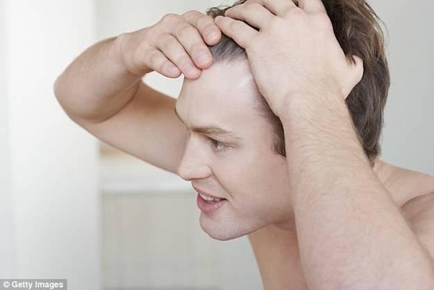Preparazione di capelli prima di uso del ferro